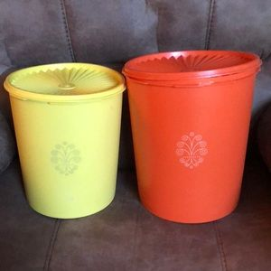 Lot of 2 Vintage Tupperware containers.
